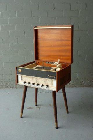 How to Evaluate Antique Furniture